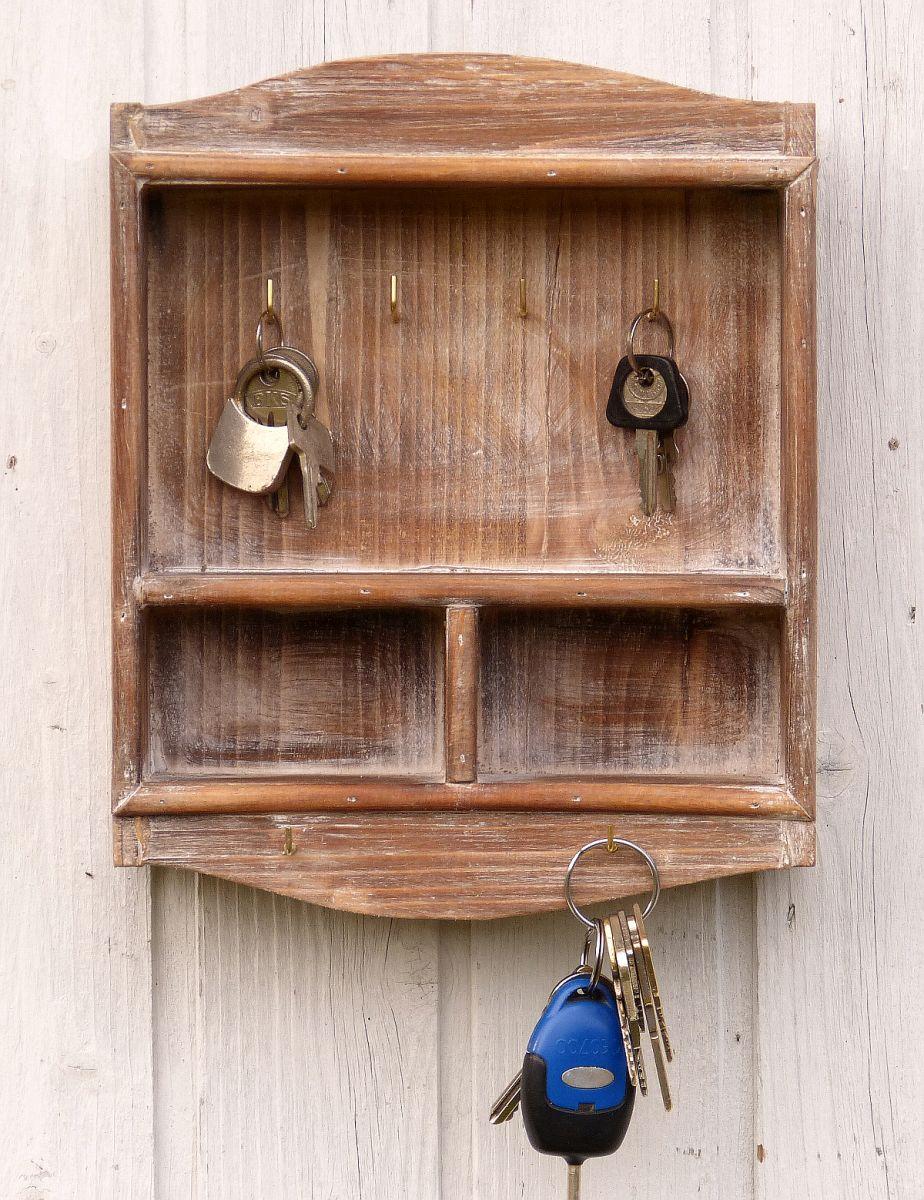 schlüsselbrett mit 2 kleinen ablagen - aus holz - im landhaus shabby